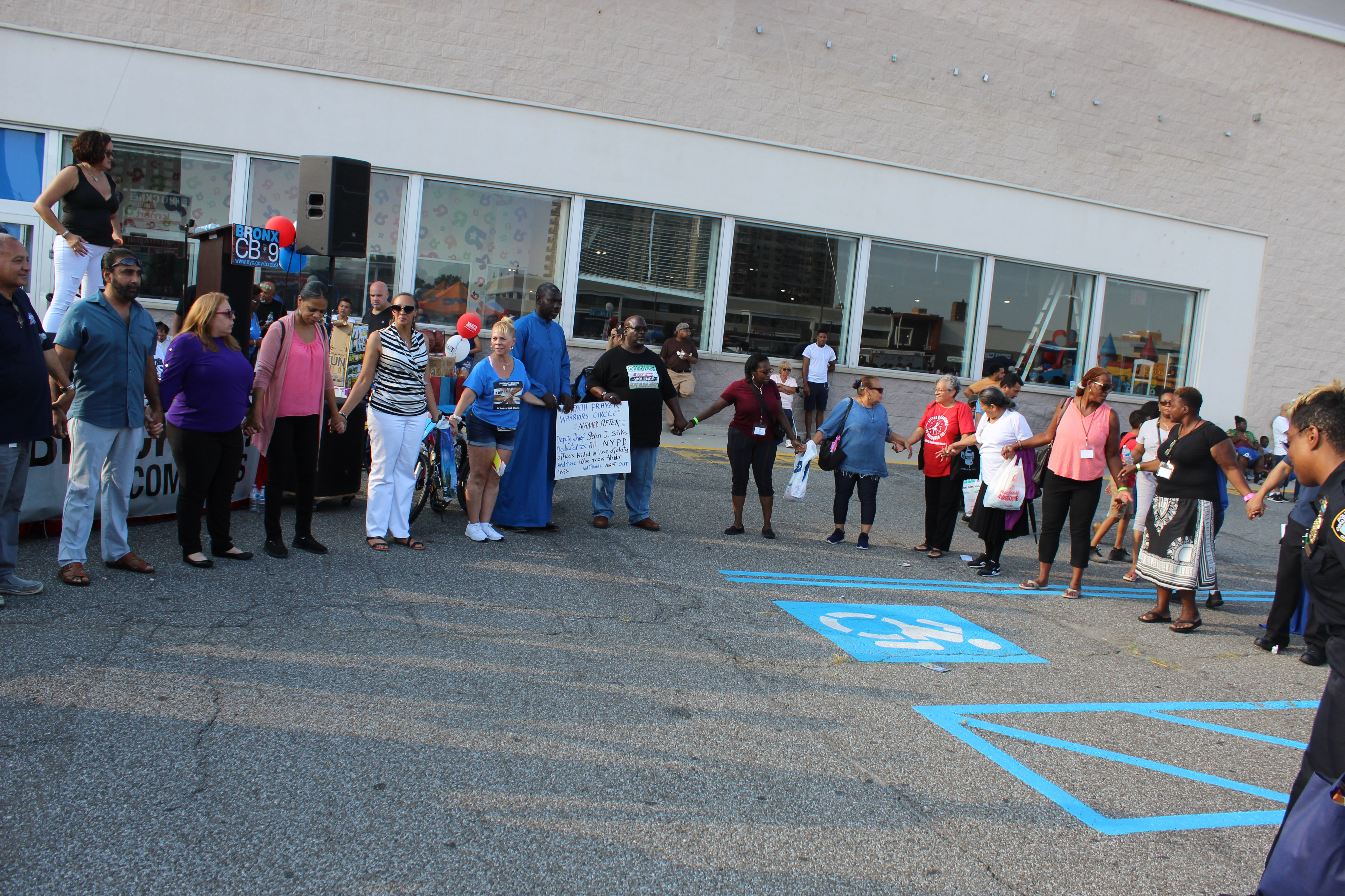 """National Night Out : """"Interfaith prayer warriors circle,"""" a prayer for NYPD officers."""