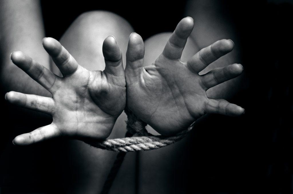 New York: Une femme Burkinabè accuse son mari blanc de trafic d'êtres humains et le trimbale devant la justice américaine