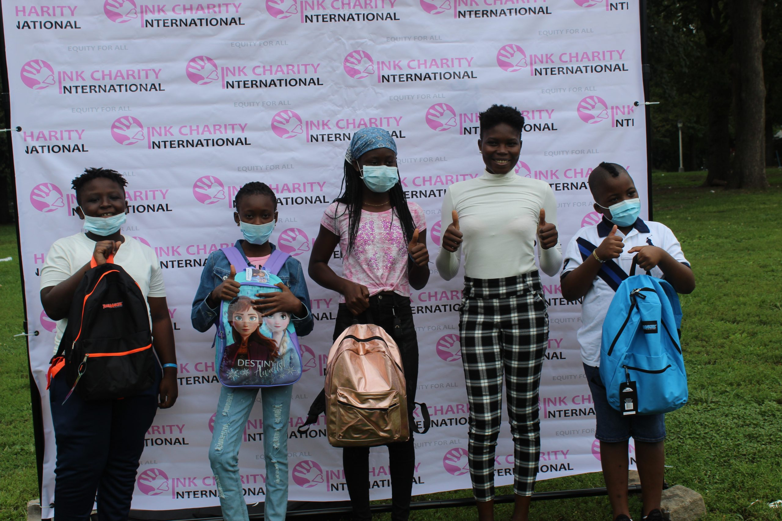 New York: 200 élèves et étudiants ont reçu des fournitures scolaires grâce à L'ONG Bink International Charity